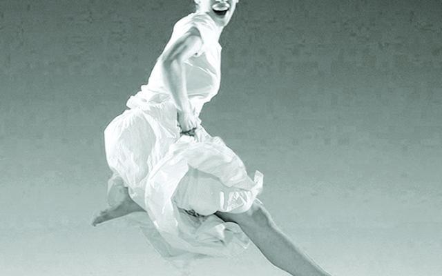 Benecorps danseuse, choregraphie par Tunde Pasdach